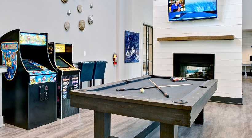 Game room with ample entertainment